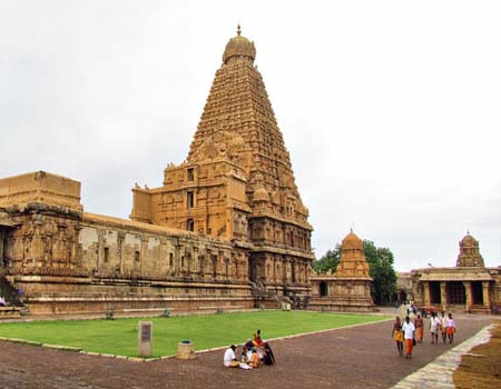 Brihadeeswarara Alayam (Temple) in Thanjavur-Bharat