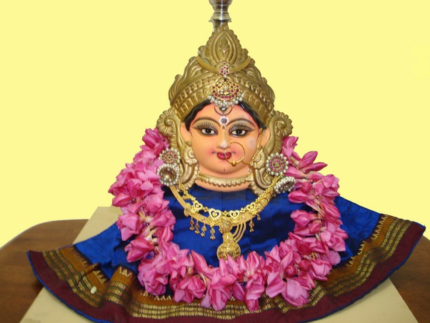 Varalakshmi Devi Devotional Song by Vaishnavi Dilipan